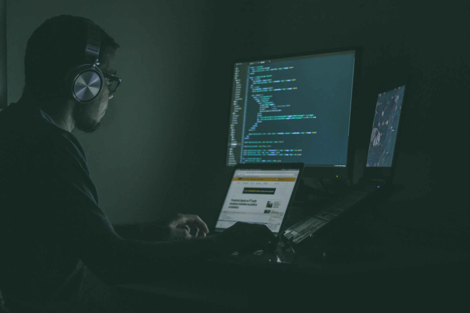 How a Career in Cybersecurity Benefits You
